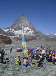 Die Flagge der OLG Cordoba grüsst das Matterhorn während der SOW 2006 in Zermatt