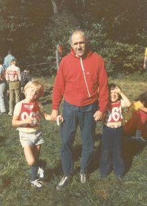 Beda Humbel mit seiner Tochter und seinem Sohn Beni am Naturfreunde -OL 1974